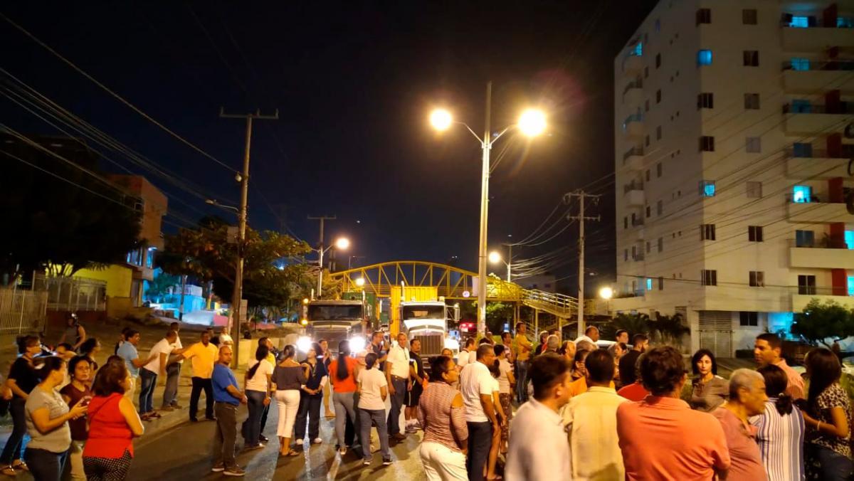 Los manifestantes bloquearon la avenida Crisanto Luque en sentido Ceballos-Centro. // Cortesía