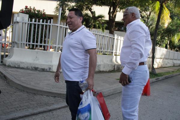 Duque Vásquez se presentó en la Fiscalía, en Crespo, con su abogado defensor para rendir cuentas del proceso.// Luis Aparicio- El Universal.