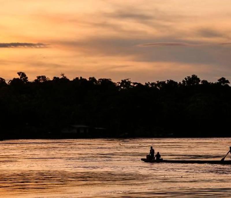 El río Atrato se sobrepone al conflicto y vuelve a ser una autopista fluvial - El Universal - Colombia