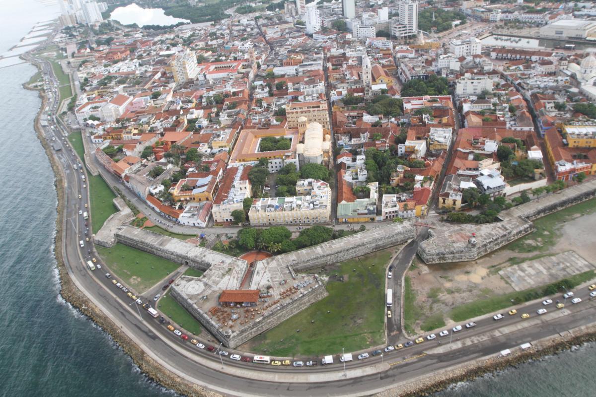 La murallas y el Castillo San Felipe son bienes de interés cultural de la Nación. //julio castaño/ eu
