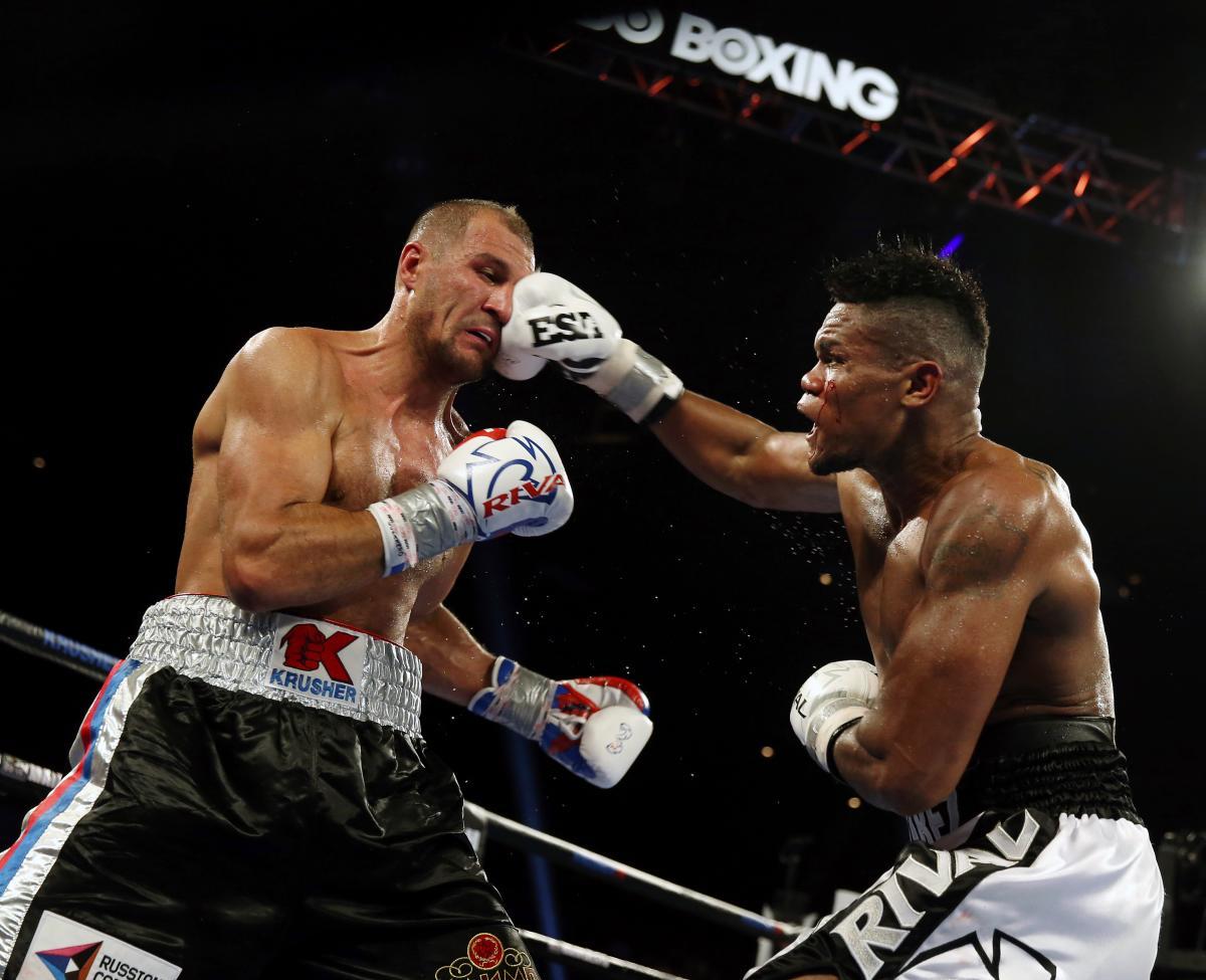 Eleider Álvarez defiende el título Mundial de Boxeo ante Kovalev