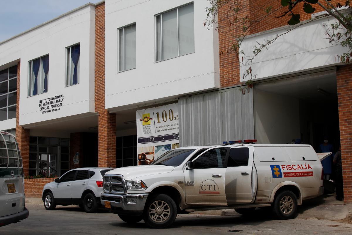 A esta hora, los forenses esperan la llegada de los dolientes de José Germán.