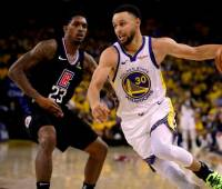 Stephen Curry guió la victoria de los Warriors