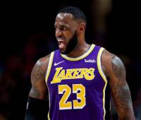 LeBron James lideró la victoria de los Lakers