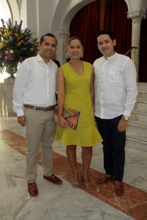 Pedro Lora, Adriana Hernández y Cristian Fisher.
