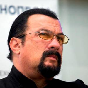 El actor Steven Seagal, multado por promocionar bitcoines