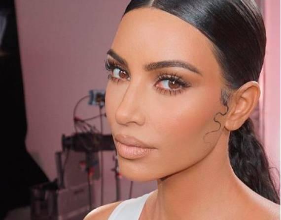 Kim Kardashian mostró las manchas que le ha dejado la psoriasis en su piel