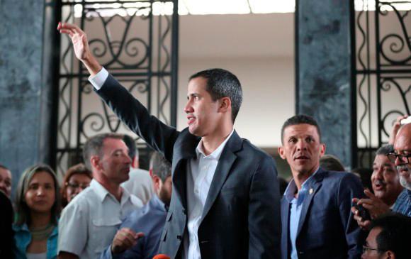 Guaidó anuncia paros en la administración pública