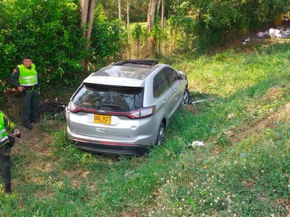 Muere conductor de camioneta al chocar contra un furgón