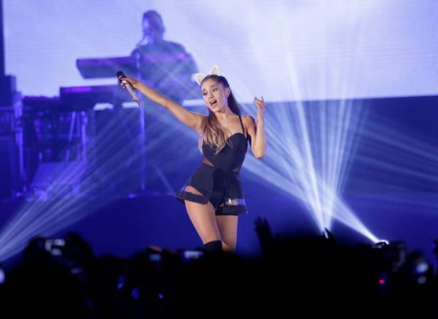 "Ariana Grande es demandada por video de ""God is a Woman"""