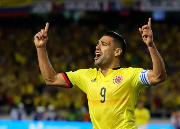 b5cebbe349f1a El jugador de la selección colombiana de fútbol Falcao García celebra su  anotación ante Paraguay hoy