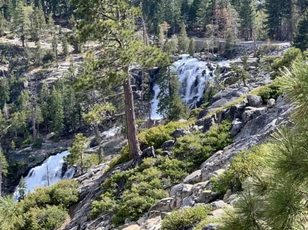 Muere mujer al caer a cascada tras tomar fotos al paisaje