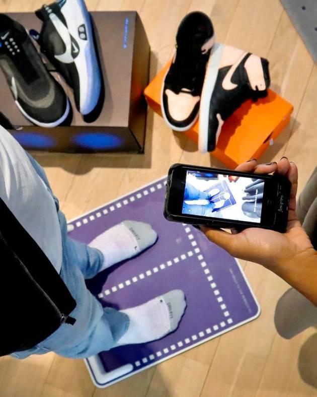 81f85a65c7 ... tu talla exacta de zapato. La app le dirá a los consumidores qué talla  deberán comprar.  AP