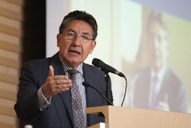 Néstor Humberto Martínez pide rectificación a periodista Daniel Coronell