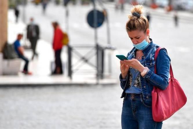 ¿Puede el coronavirus sobrevivir en mi celular?