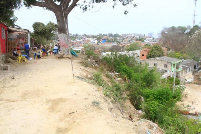 bbe03b30941 Habitantes de El Pesebre dicen que el Distrito les incumplió