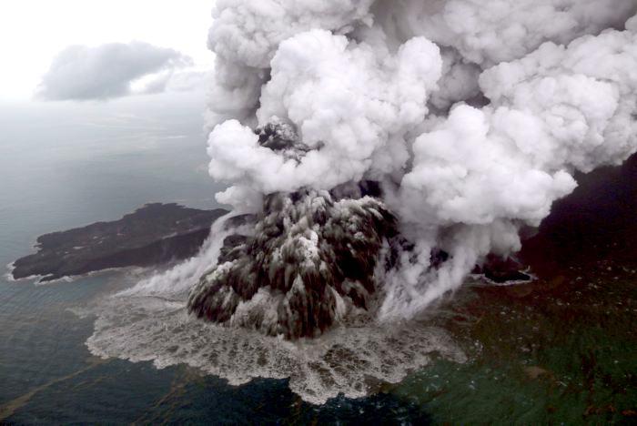 Asciende a 429 el número de fallecidos por tsunami en Indonesia