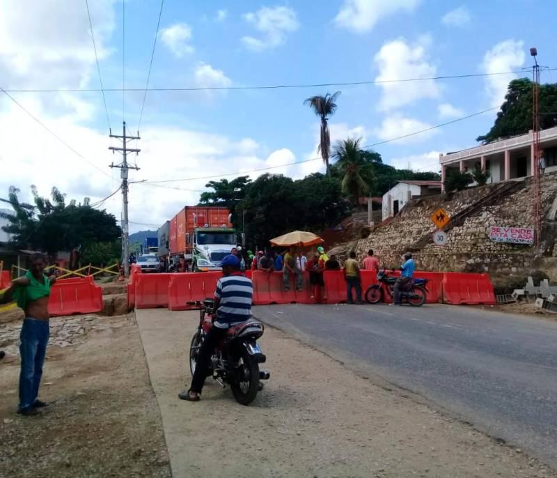 En San Juan Nepomuceno piden reubicar obra de puente peatonal - El Universal - Colombia