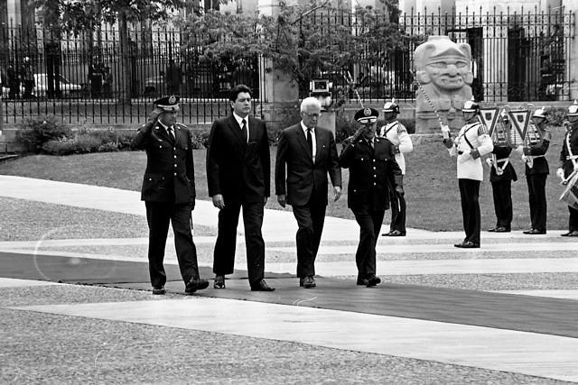 García recibió asilo político el 31 de mayo de 1992, cuando se encontraba huyendo y en la clandestinidad de la dictadura que tenía en ese momento Alberto Fujimori en Perú.