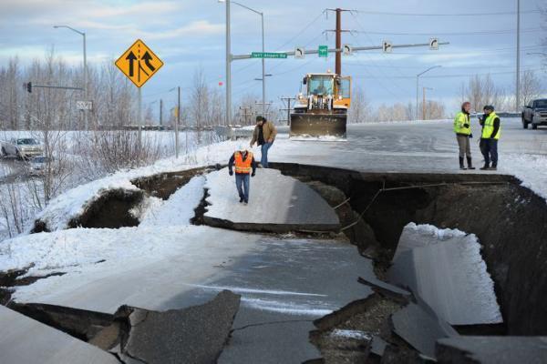 La alerta de tsunami fue levantada poco tiempo después sin incidentes. No hubo reportes de muertes ni heridos graves. AP