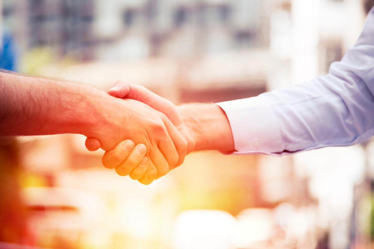 La alianza entre empresarios y academia favorece la inserción laboral de los egresados. // 123RF.