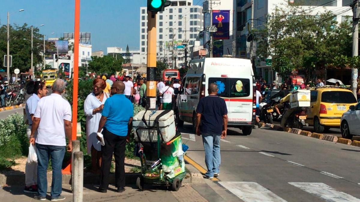 La ambulancia no tenía permiso de circular por el carril exclusivo. // Cortesía.