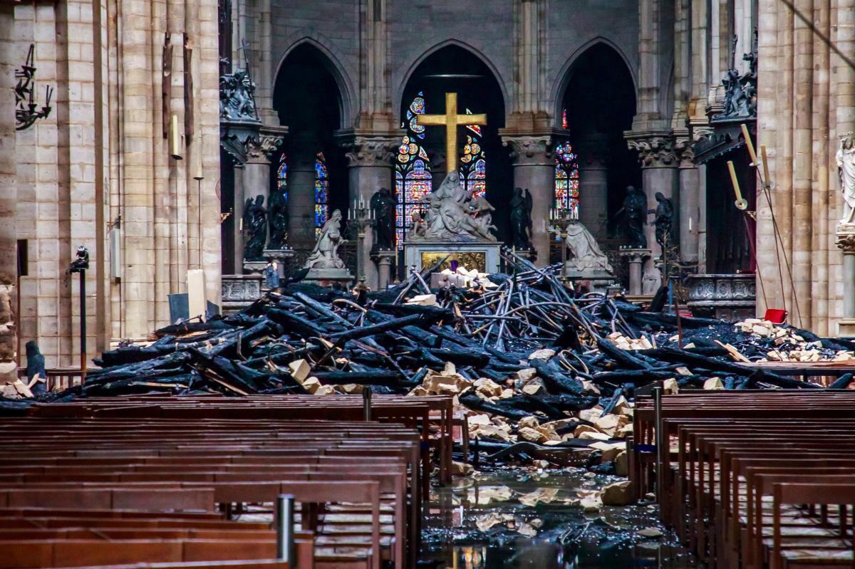 Video: la devastación que dejó el incendio en la Catedral de Notre Dame