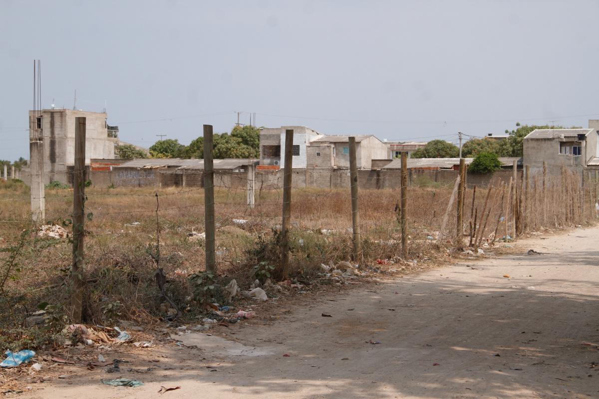 La mujer fue encontrada en un lote cercano al barrio Villa Zuldany, con por lo menos 20 heridas ocasionadas por un arma blanca.