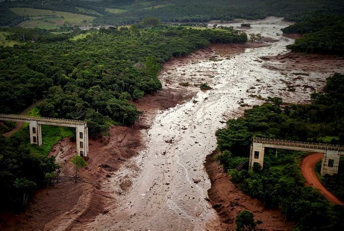 Aún se desconocen las causas del accidente y que la represa que se rompió estaba desactivada desde hacía tres años pero aún contenía desechos minerales. EFE