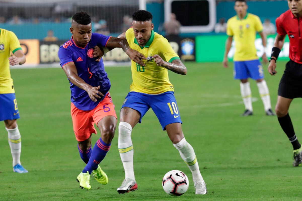 Wílmar Barrios le ganó el pulso a Neymar y no lo dejó armar al equipo. El cartagenero se llevó todos los elogios. //ap