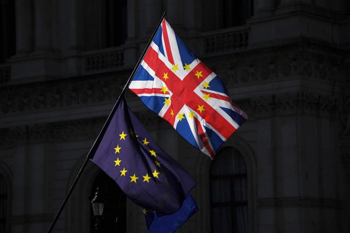 """Los Comunes aprueban enmienda que obliga a pedir una prórroga del """"brexit"""""""
