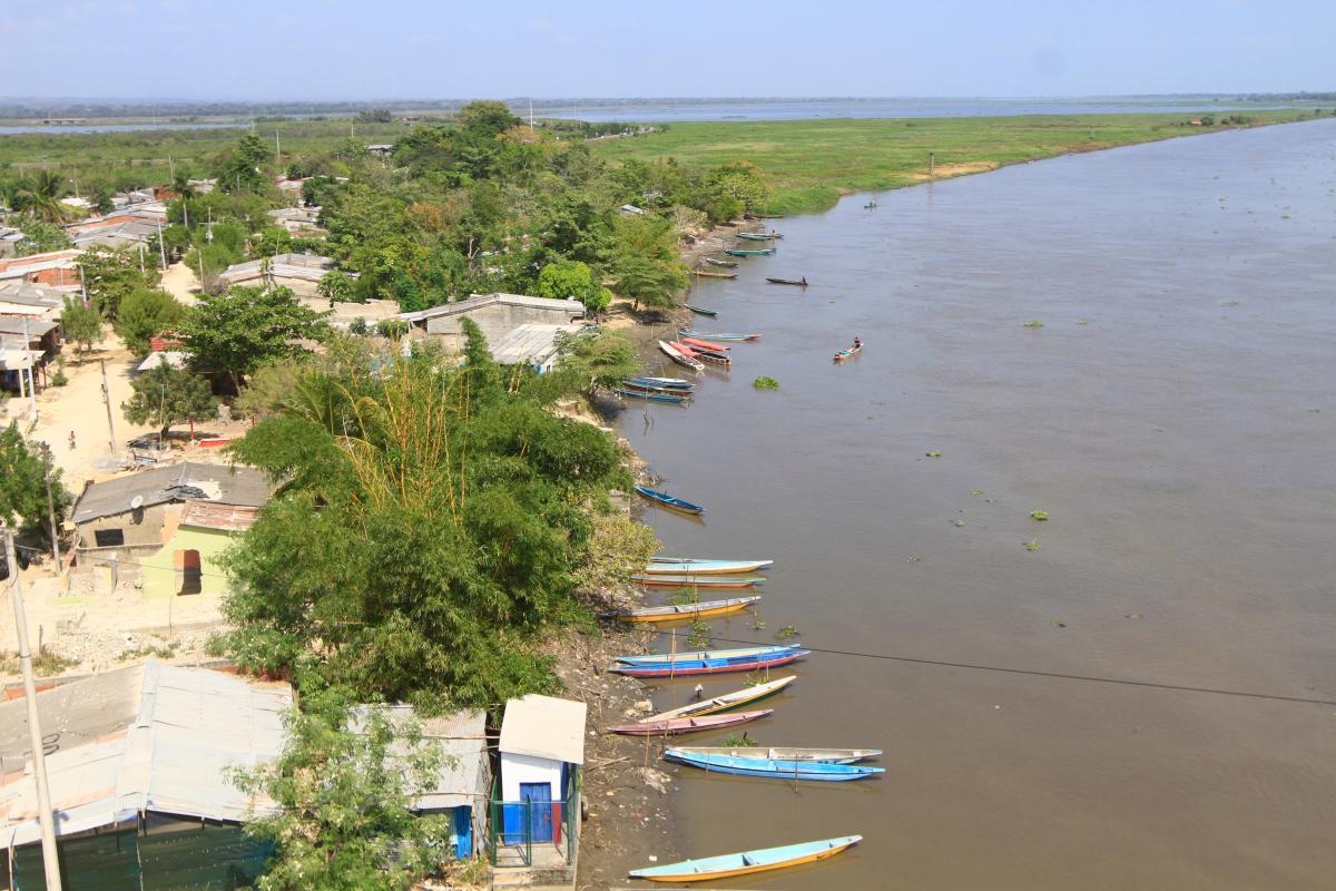 Disminución de los niveles del Canal del Dique en Gambote, por efectos del fenómeno del niño. // Foto: Julio Castaño Beltrán.