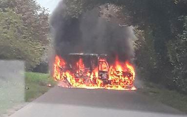 En la madrugada de este viernes fue dejado un presunto carro bomba en la vía que va hacia la zona del Catatumbo. Colprensa