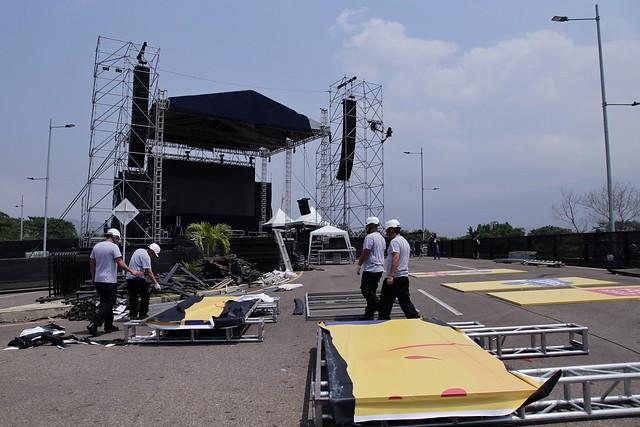 Preparativos y montaje para el concierto 'Venezuela Aid Live'. // Colprensa