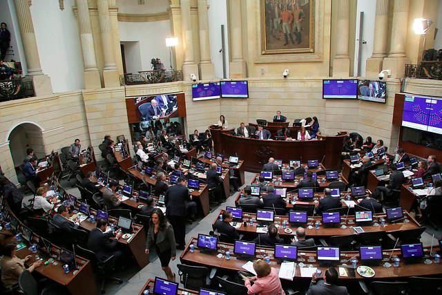 El presidente del Senado, Ernesto Macías, calificó como un duro golpe a la institucionalidad.