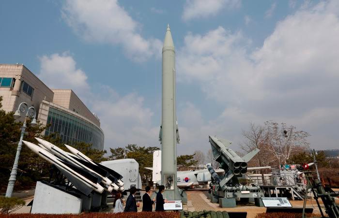 Por el momento se desconoce el tipo de proyectiles lanzados, aunque se cree que podría tratarse de misiles de corto alcance. // EFE