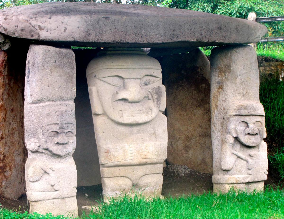 Uno de los conjuntos de esculturas funerarias del Parque San Agustín. // FOTO: Colprensa