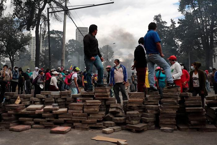 Las protestas dejan al menos cuatro muertos, más de 850 heridos y más de mil detenidos. //