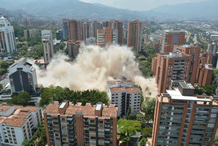 En tres segundos fue reducido a escombros el edificio de Pablo Escobar