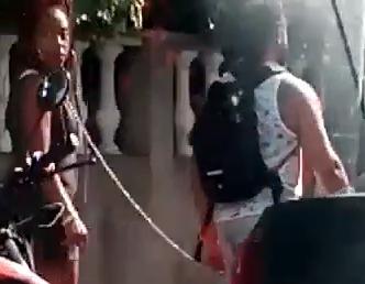 Video: Hombre pasea con una mujer encadenada en Bocagrande