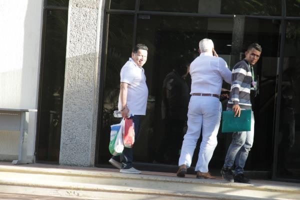 Manolo llegando ayer a la sede de la Fiscalía. // Foto: Luis Aparicio - El Universal.