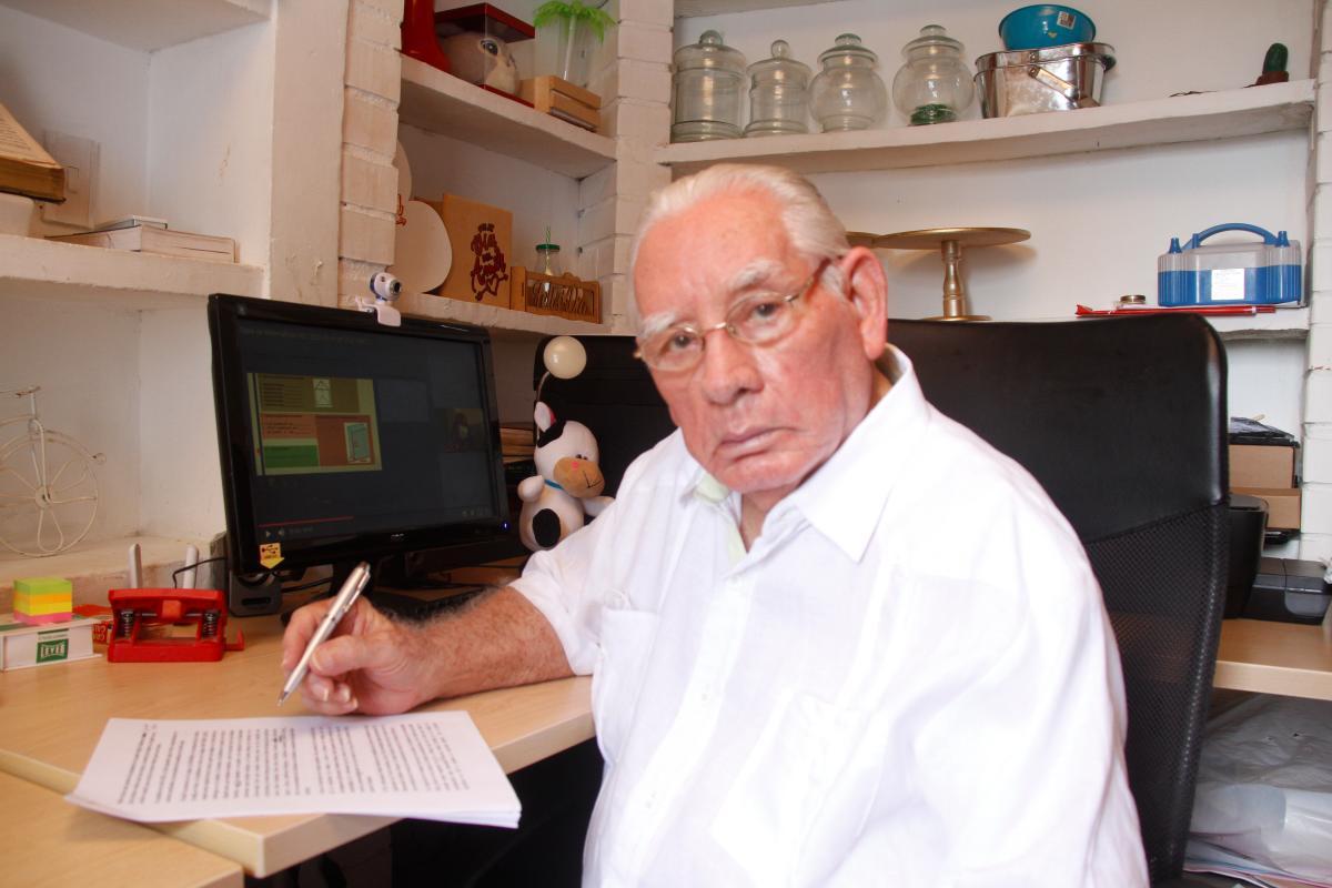 El abogado Guillermo Guerrero Figueroa, de 87 años, acaba de publicar sus memorias y donar su biblioteca personal./ /Foto: Zenia Valdelamar - El Universal.
