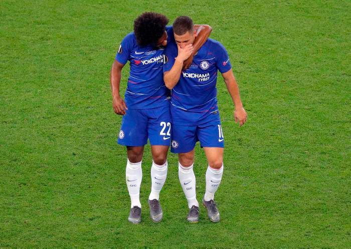 Eden Hazard y su compañero Willian tras conseguir el título de la Europa League
