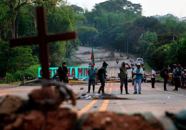 Los indígenas del departamento del Cauca bloqueaban la Vía Panamericana desde el pasado 11 de marzo. // EFE