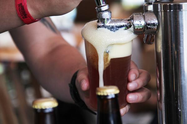 Con la aprobación del IVA plurifásico a las cervezas y gaseosas se conseguirían 960.000 millones de pesos.