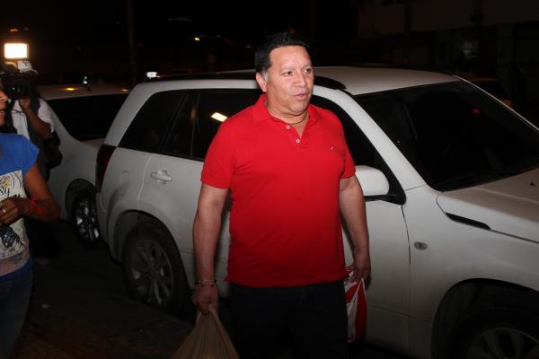 Manolo Duque saliendo del Complejo Judicial donde se realizó la audiencia de imputación de cargos. //Oscar Díaz.