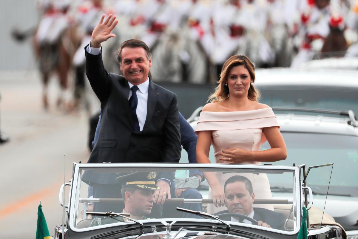 Bolsonaro parte hacia el Congreso para asumir la Presidencia de Brasil. //EFE.