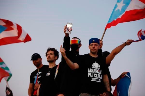Los chats hirientes del gobernador de Puerto Rico que enojaron a Bad Bunny y a Ricky Martín