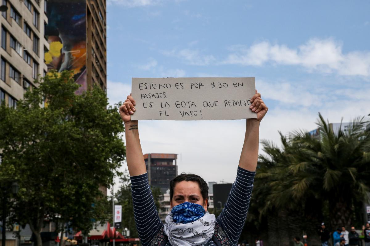 Las protestas en Chile se agudizaron con el alza en el precio del metro. // AP.