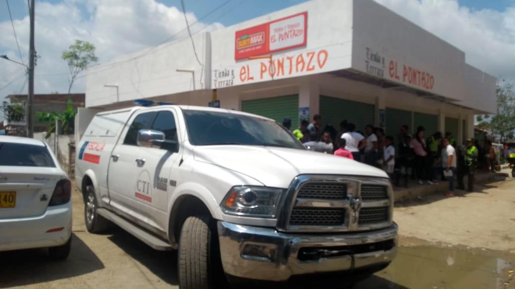 El crimen ocurrió en el mediodía de este miércoles y testigos le aseguran a la Policía que el sicario llegó como parrillero en una moto al negocio de la víctima, en el sector Bogotá de ese corregimiento. El Universal